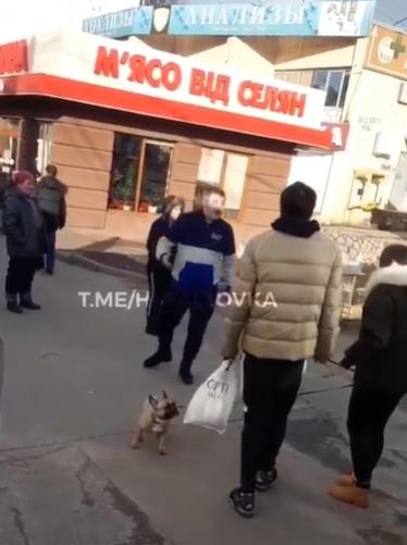 В Харькове водитель и девушка-пешеход обменялись матами