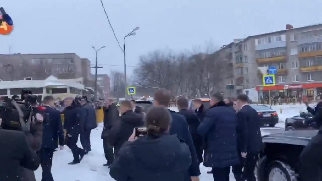 """У мережі висміяли """"випадкову"""" зустріч Путіна з народом"""