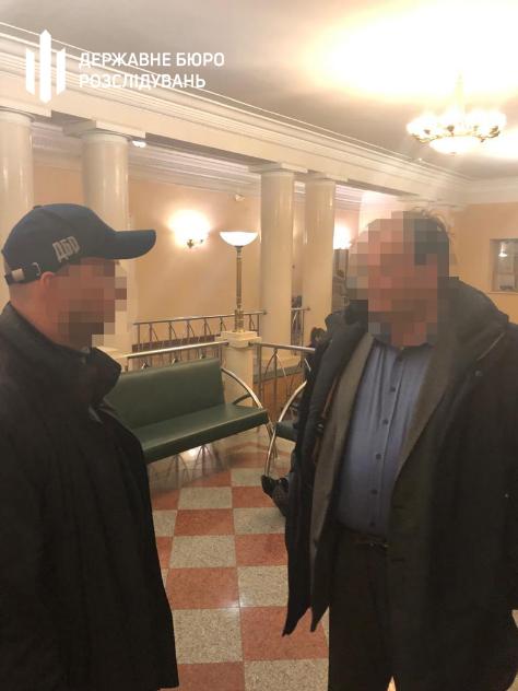 Фото задержания чиновника Секретариата Кабмина