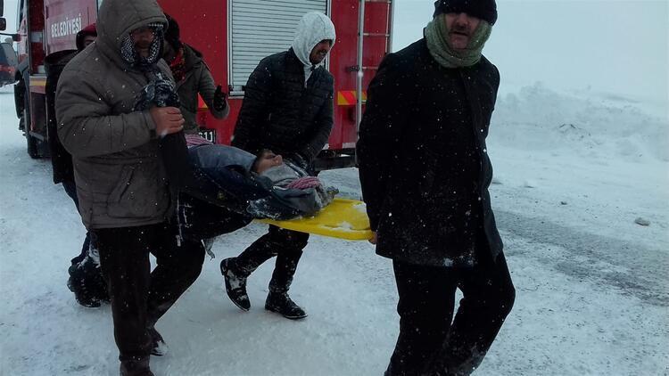 В Турции лавины убили десятки людей