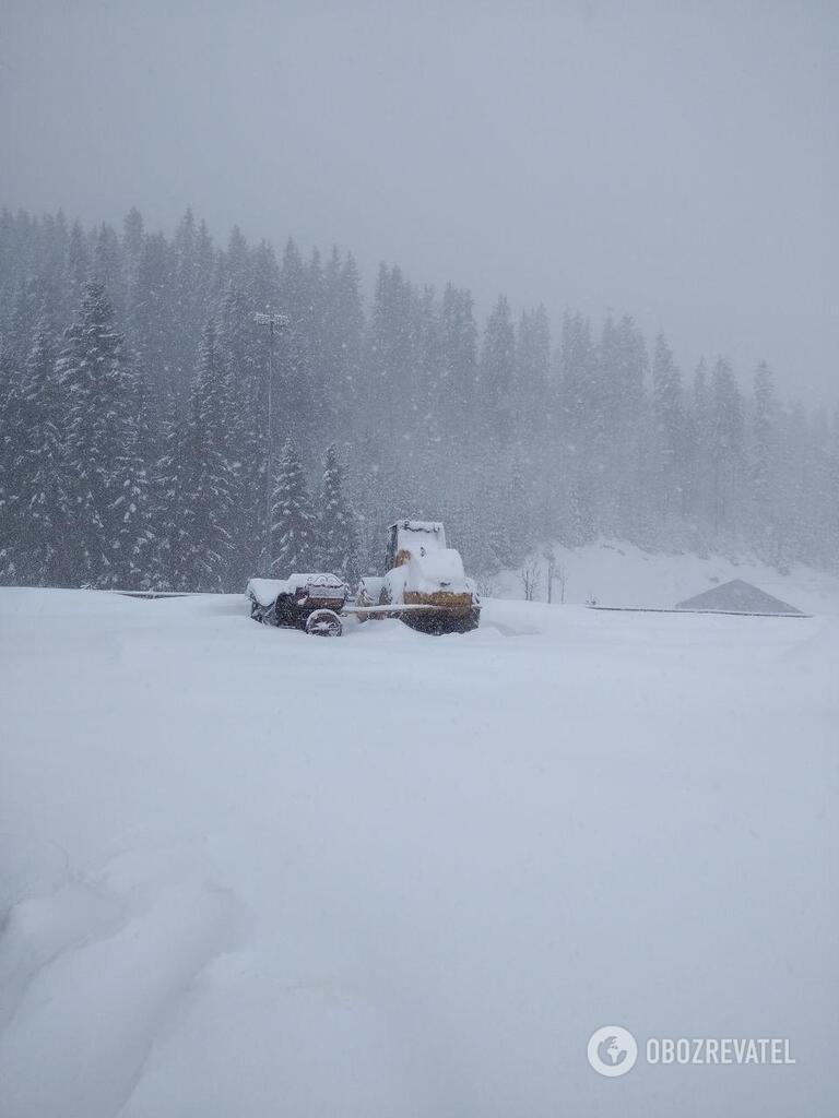 Буковель завалило снегом