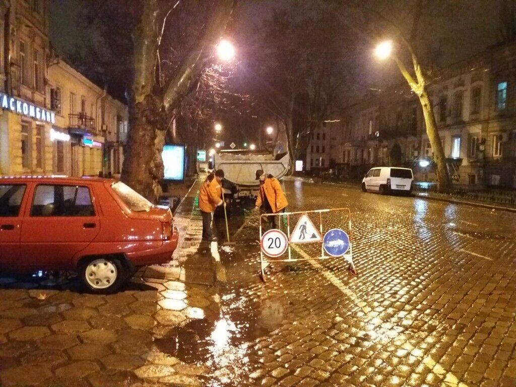 Сильна злива затопила три вулиці в Одесі