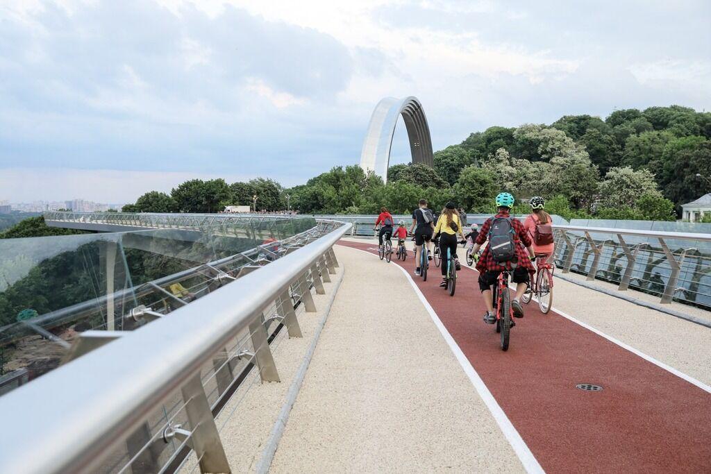 Новий велосипедно-пішохідний міст між Аркою і Володимирською гіркою
