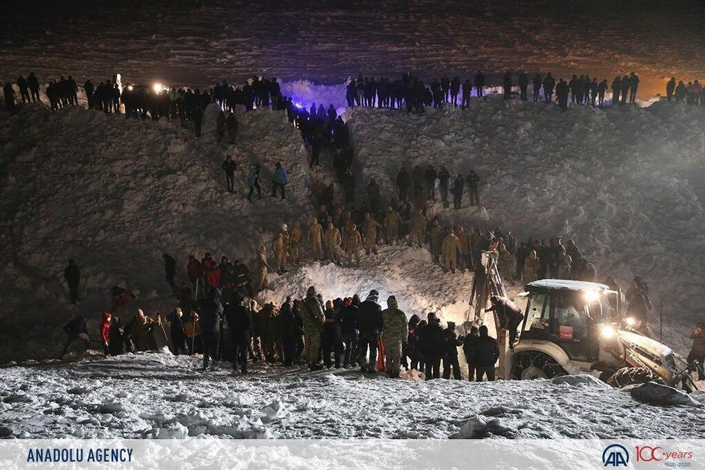 В Турции лавины убили 38 человек