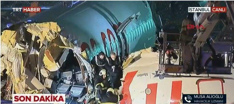 Спасатели на месте аварии