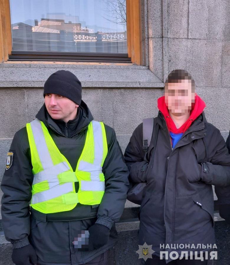 В Киеве задержали парнем с кастетом