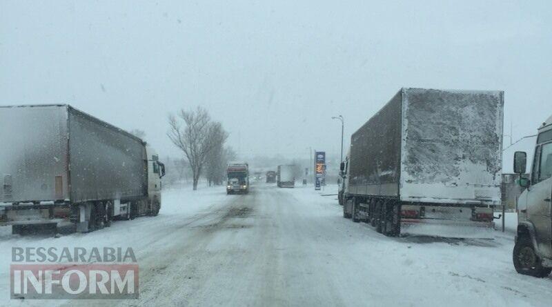 На трасі Одеса – Рені обмежено рух вантажівок