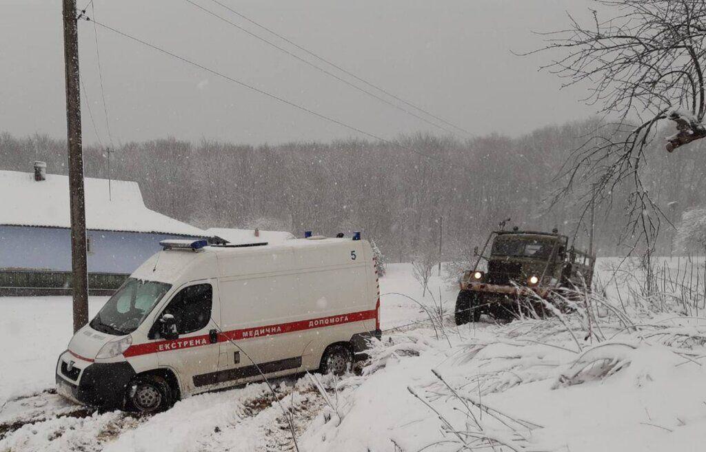 В Украине выпало до 20 см снега: где штормит и что на дорогах