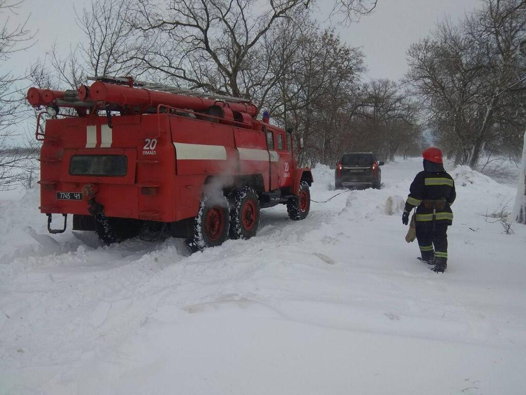 На Одещині автомобілі потрапили в снігову пастку