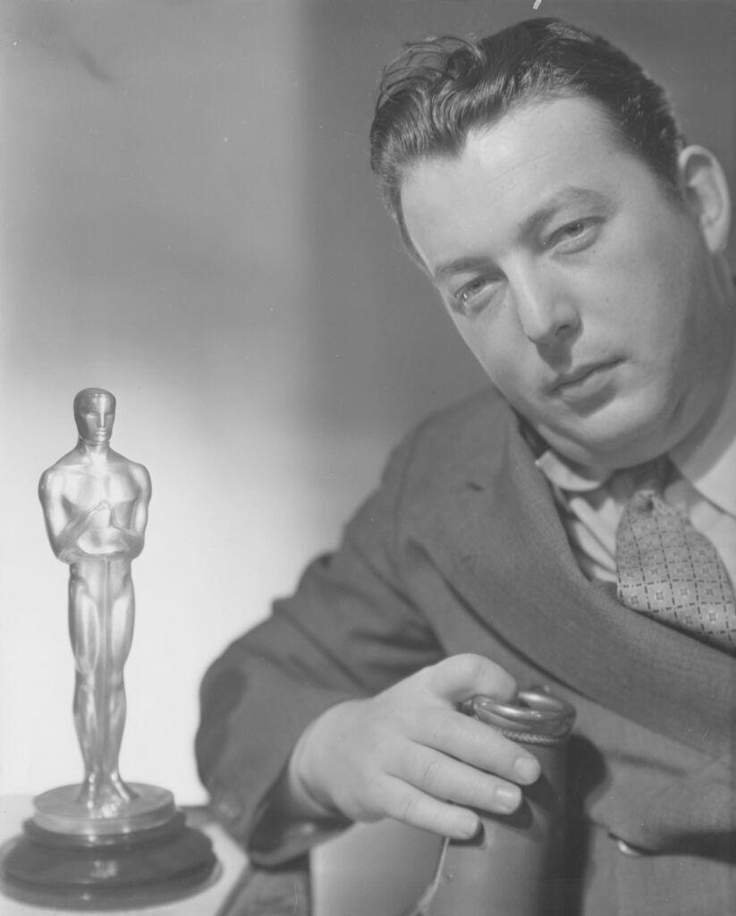 """Льюїс Майлстоун отримав """"Оскара"""" за найкращу режисуру комедії (""""Два аравійських лицаря"""")"""
