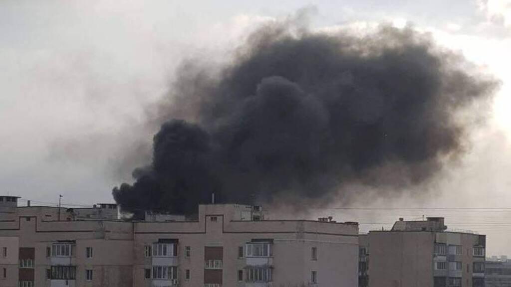 У Києві спалахнула масштабна пожежа