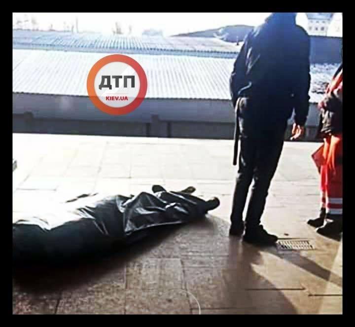 У Києві в метро раптово помер чоловік