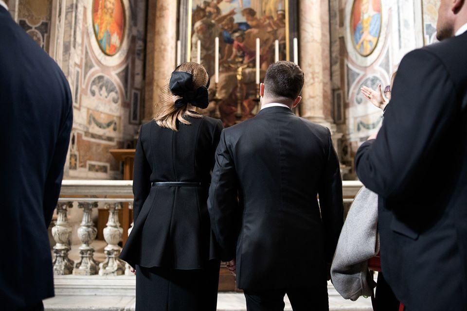 Володимир і Олена Зеленська під час офіційного візиту до Ватикану