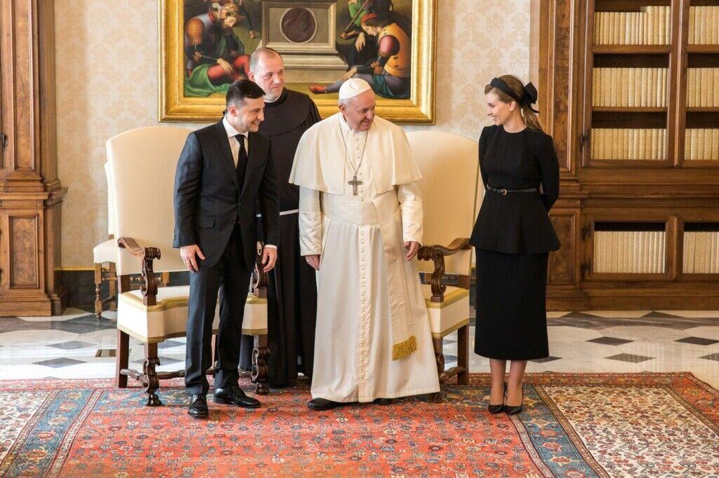 Зеленська вразила строгим чином на зустрічі з Папою Римським