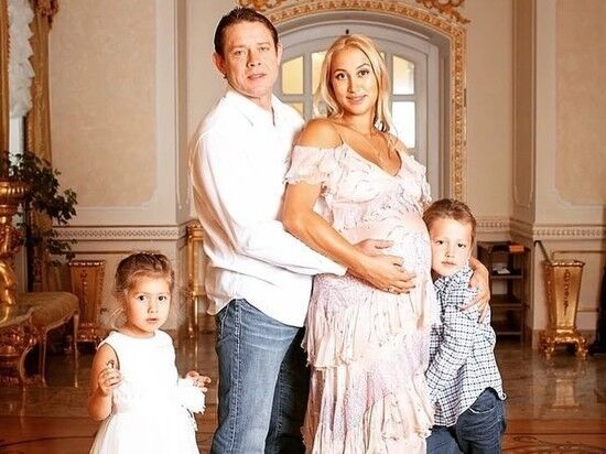 Павло Буре з сім'єю