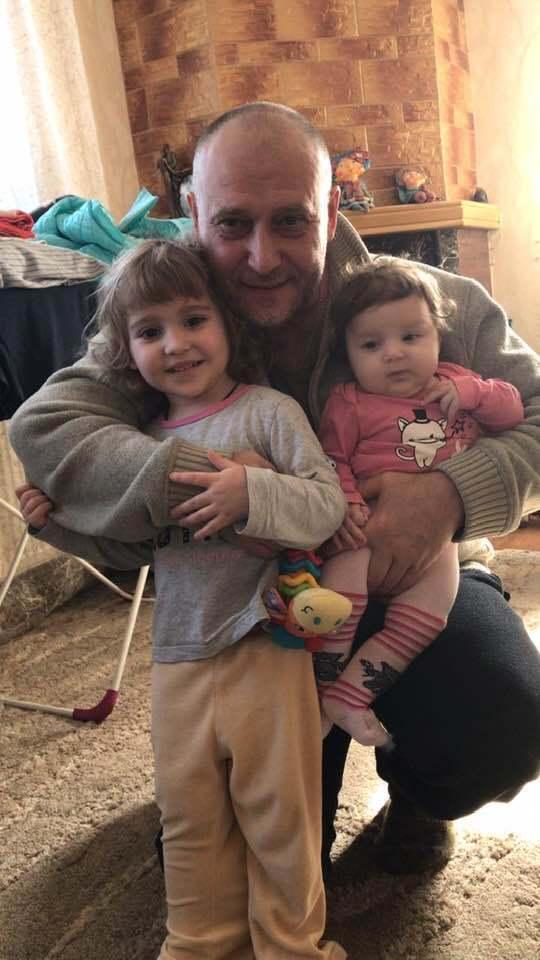 Дмитрий Ярош с внуками