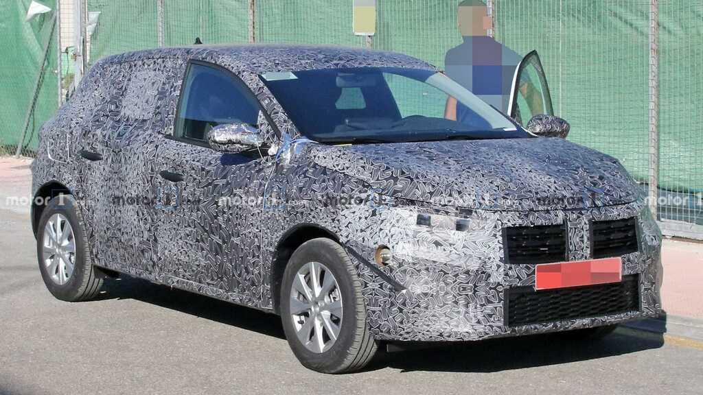 Прежде новый Renault Sandero попадался только в камуфляже