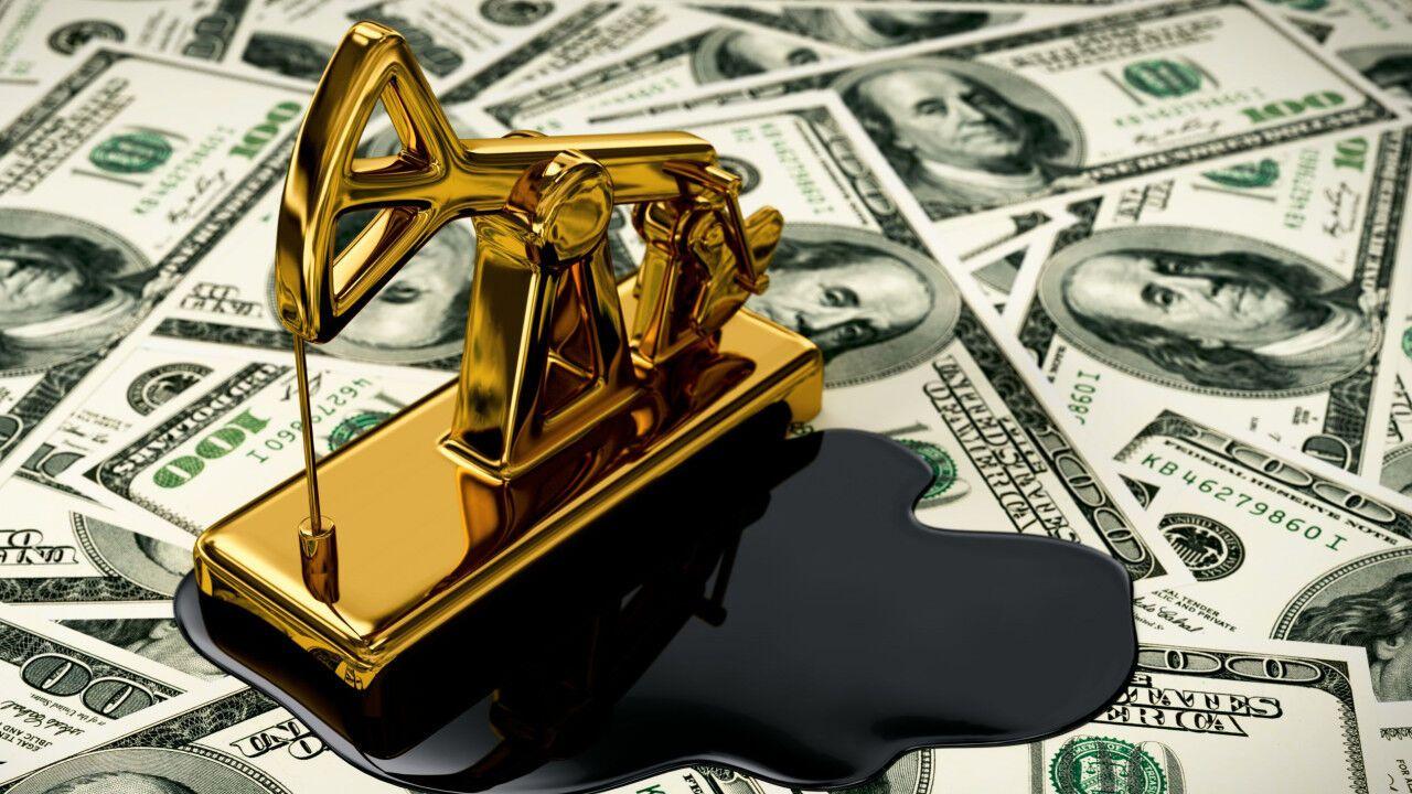 Нафта подешевшала: що буде з гривнею і цінами на бензин