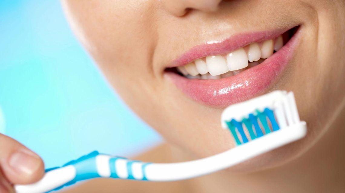 Як правильно чистити зуби: експерти вказали на помилки, які роблять всі