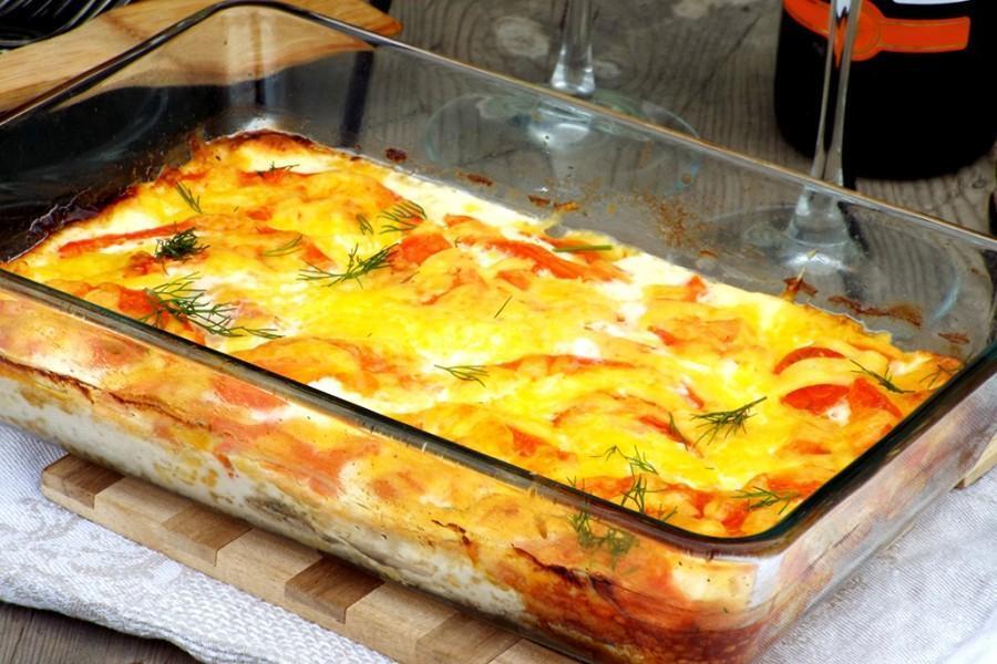 Картошка с мясом и овощами в духовке слоями