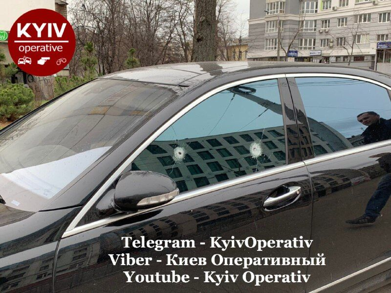 У центрі Києва розстріляли Mercedes