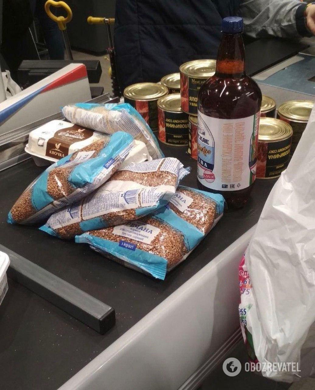 В супермаркетах скупают товары из-за коронавируса