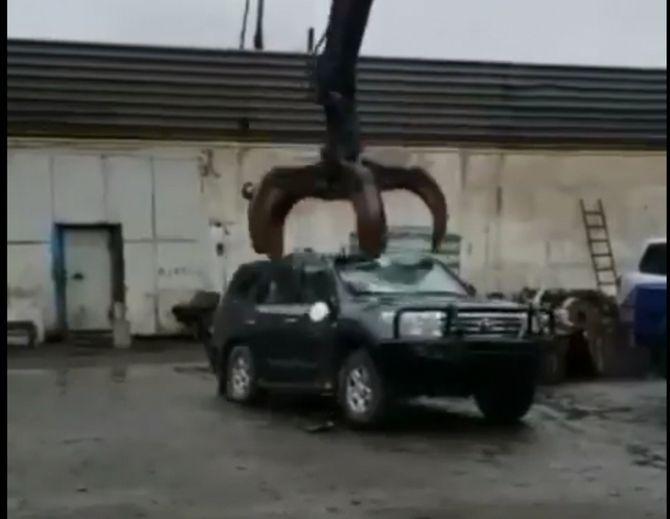Попытка утилизации бронированного Toyota Land Cruiser 200