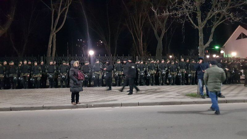 Как охраняют посольство РФ в Киеве