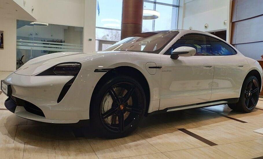 Самый первый Porsche Taycan в Украине