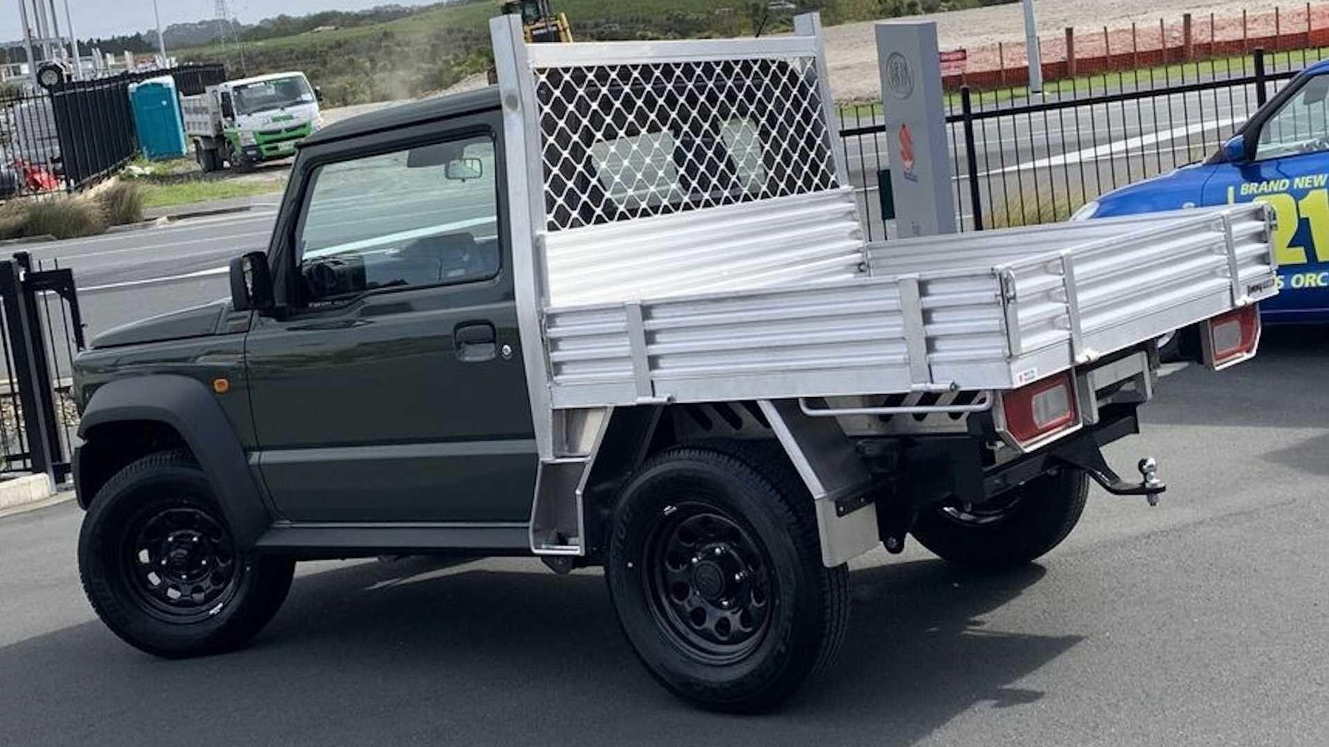 Маленький и практичный пикап Suzuki Jimny уже поступил в продажу