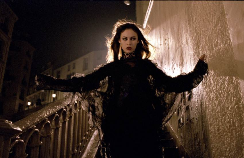 "Куриленко в роли вампирши (""Париж, я люблю тебя)"