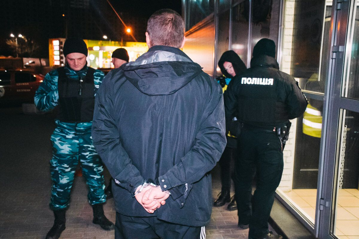 У Києві біля супермаркету влаштували стрілянину