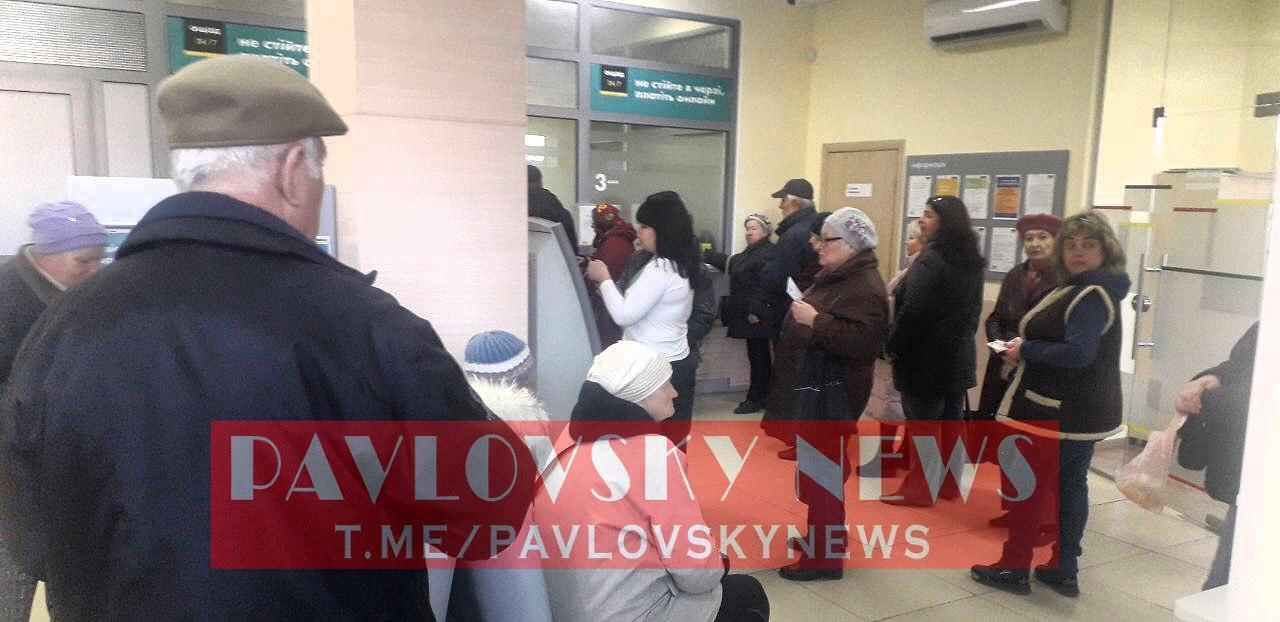 """В Одессе устроили """"штурм"""" Ощадбанка несмотря на карантин"""