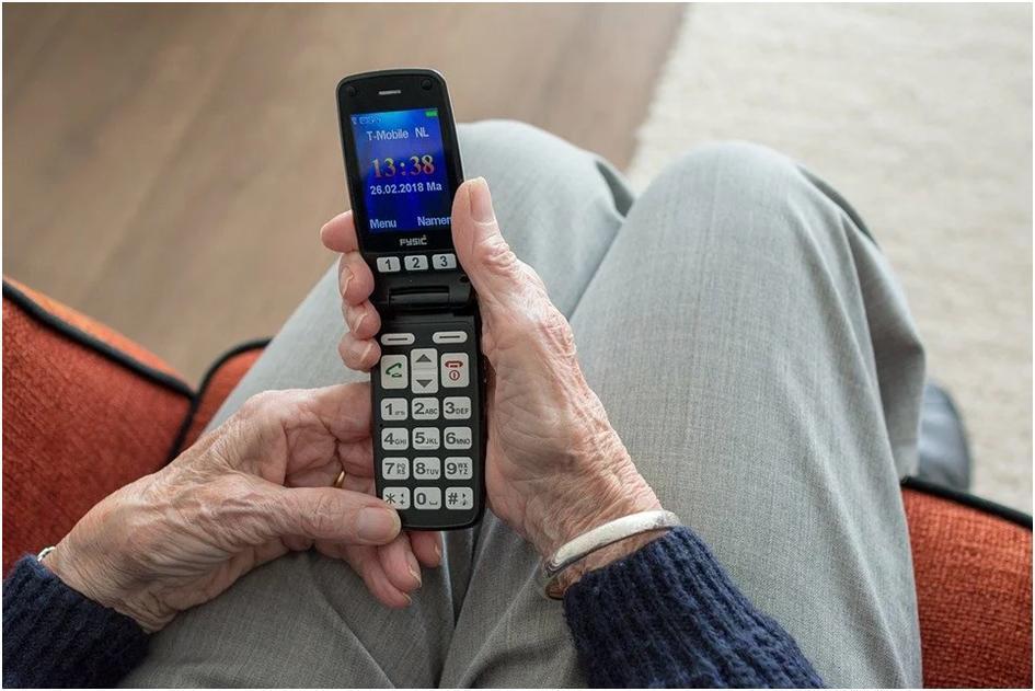 Кнопкові телефони були кращі за сенсорні: п'ять переваг