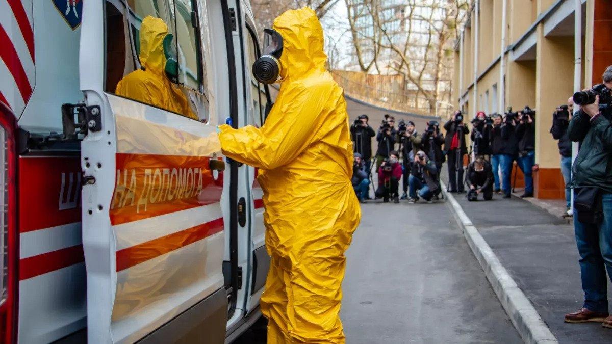 Карантин в Украине: нардеп назвал две зоны наибольшего риска