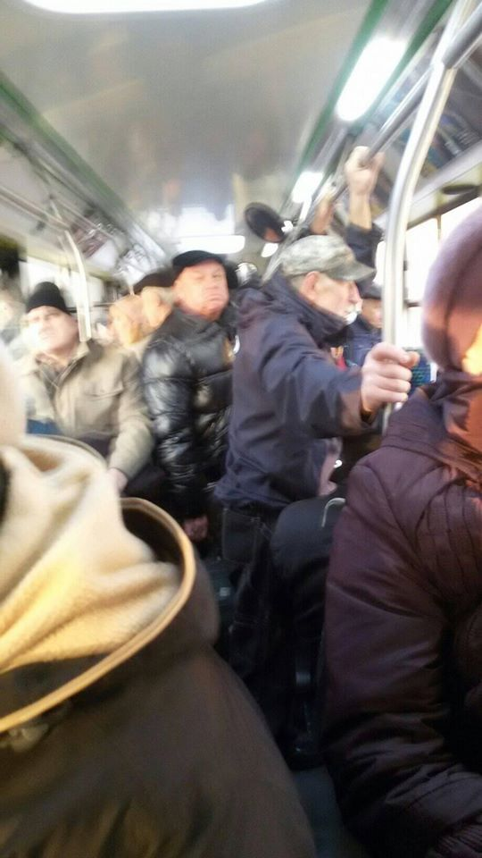У Львові люди намагалися дістатися на роботу