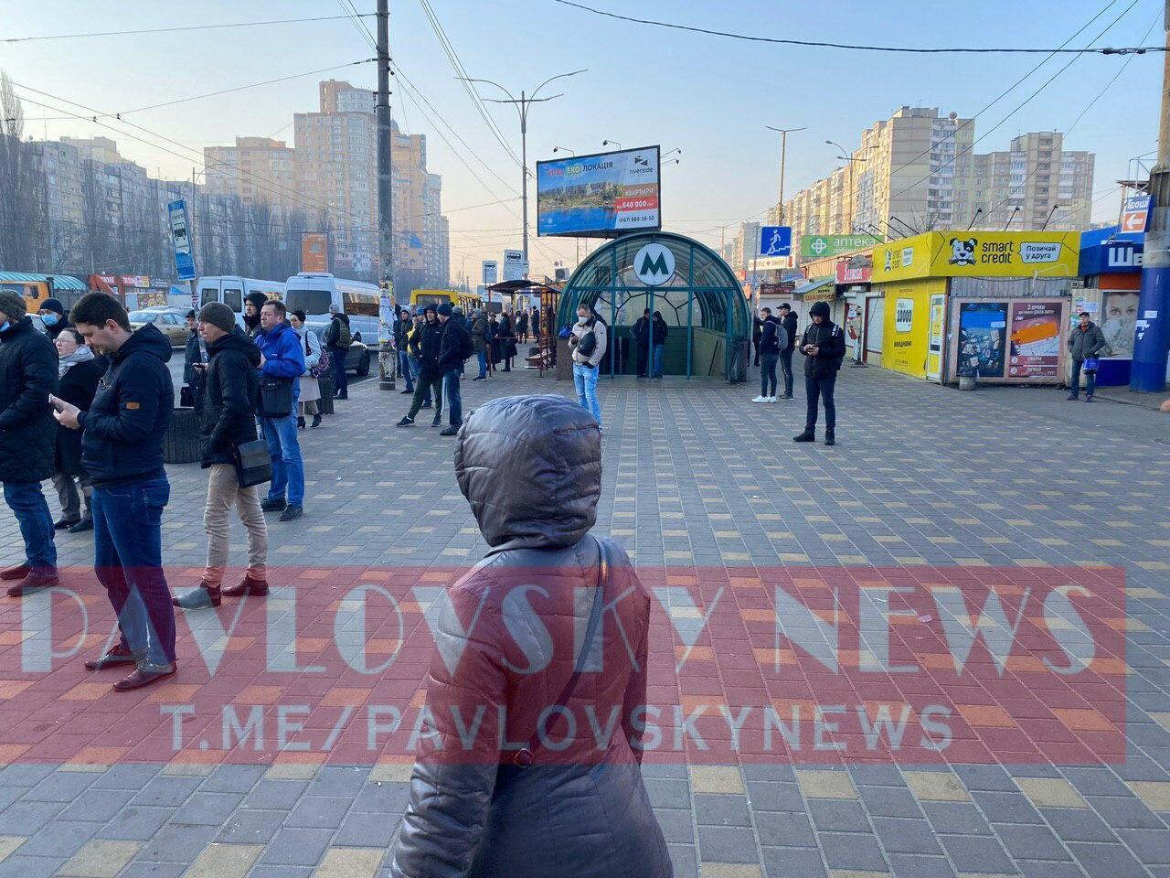 У Києві забиті маршрутки, люди – без масок