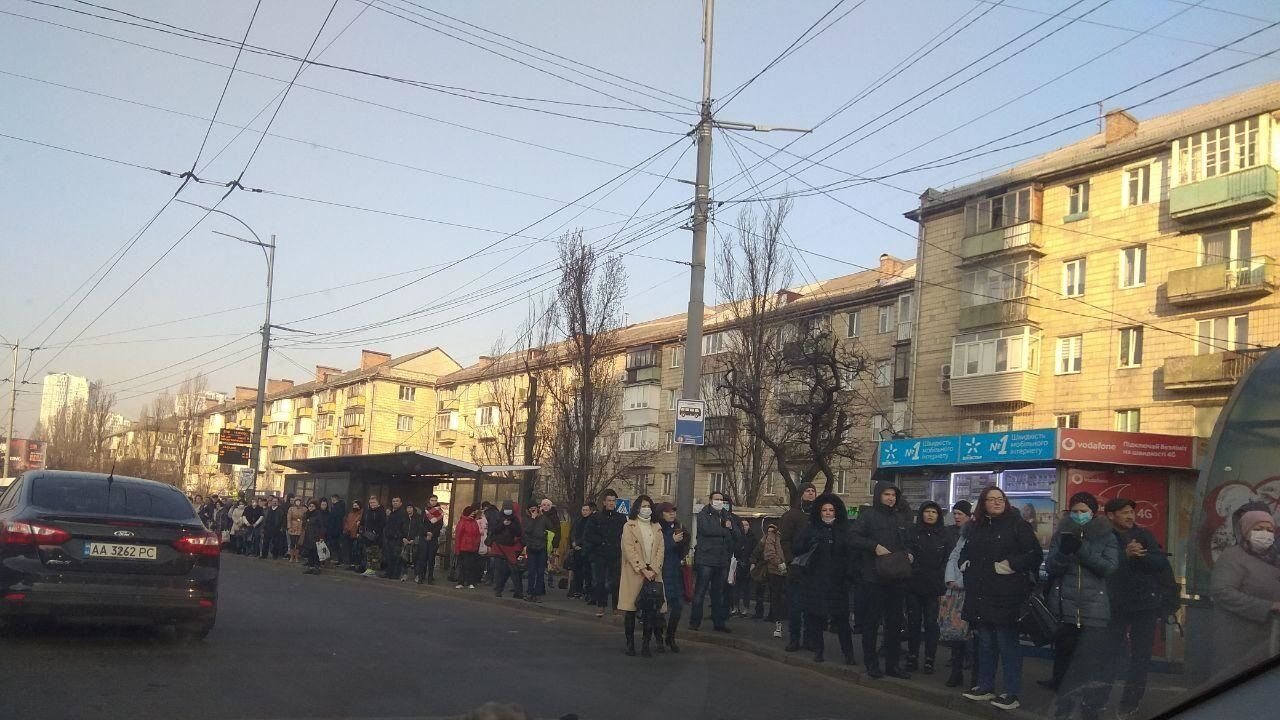 Так виглядають зупинки транспорту під час карантину в Києві