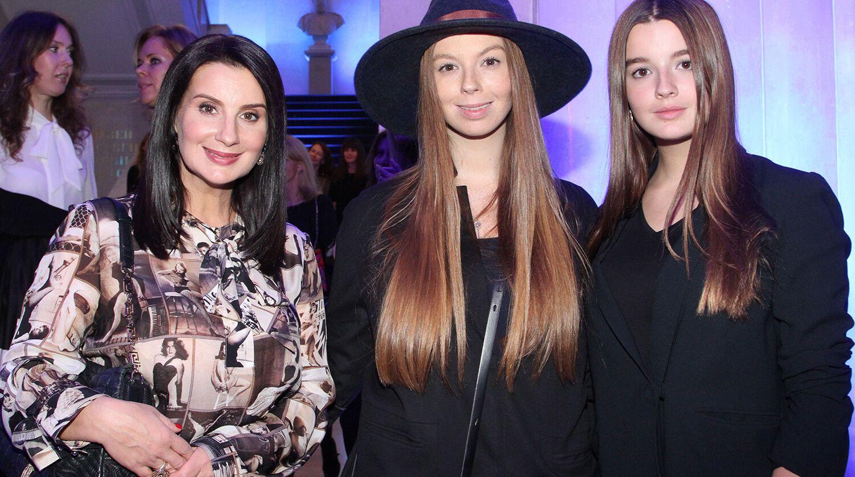 Екатерина Стриженова с дочерьми Анастасией и Александрой, 2015 год