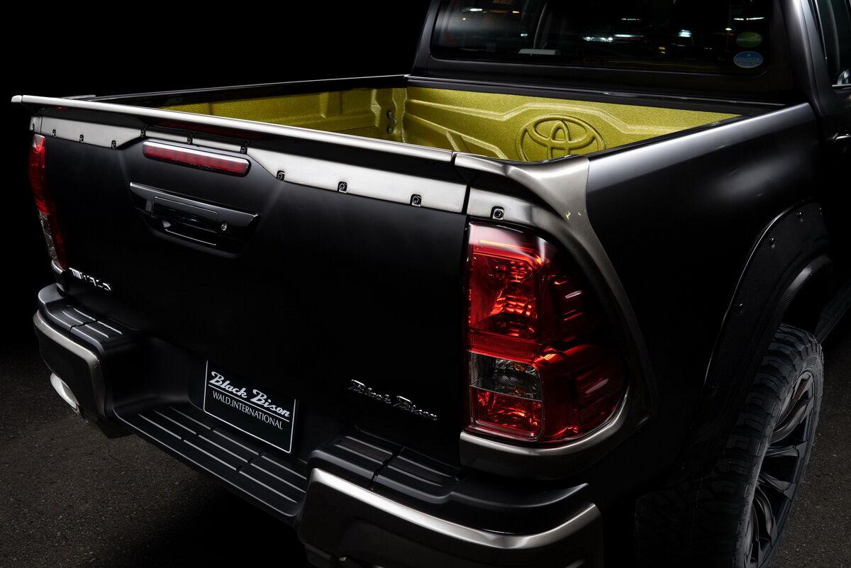 Toyota Hilux Black Bizon