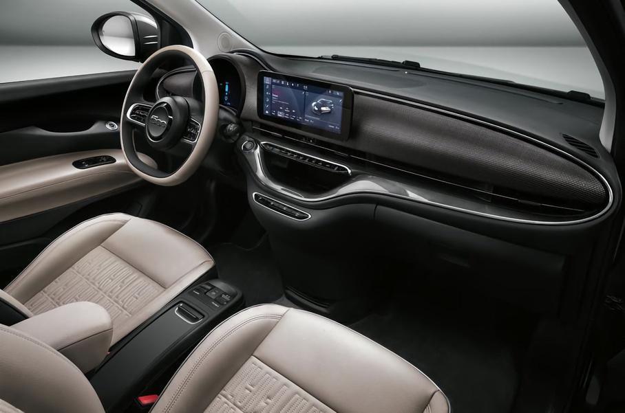 Інтер'єр електромобіля Fiat 500e