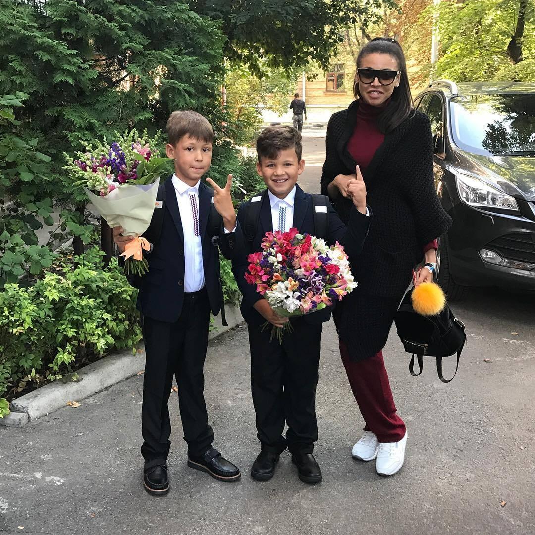 Поліна Ололо з дітьми
