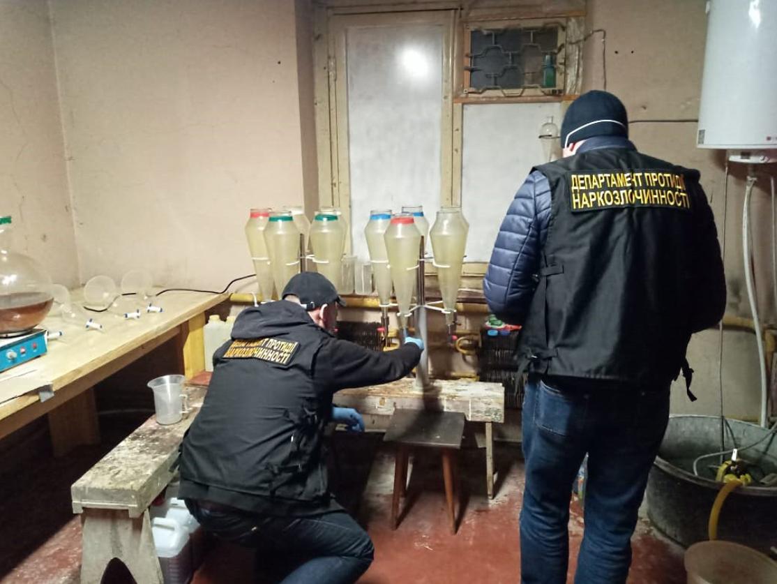 Поліція Києва викрила мережу інтернет-торгівлі наркотиками й лабораторію