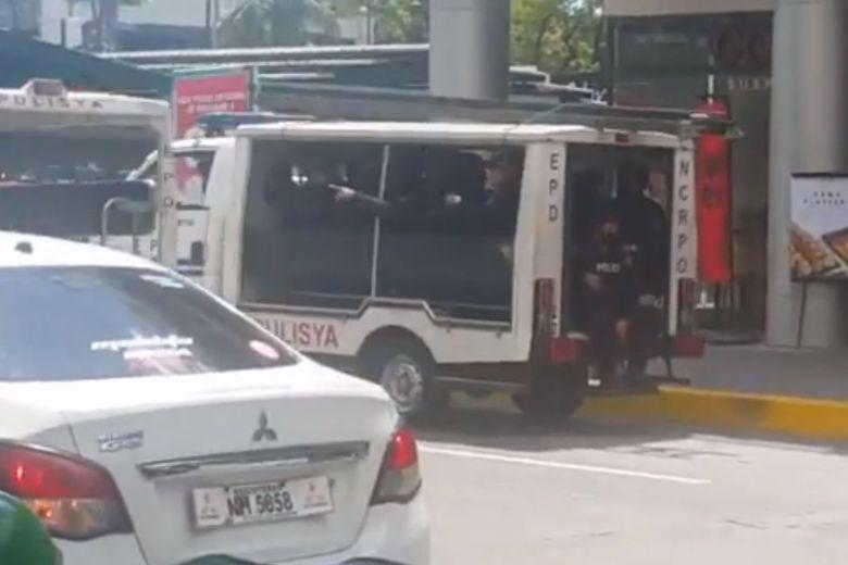 На Філіппінах захопили в заручники 30 осіб. Фото і відео