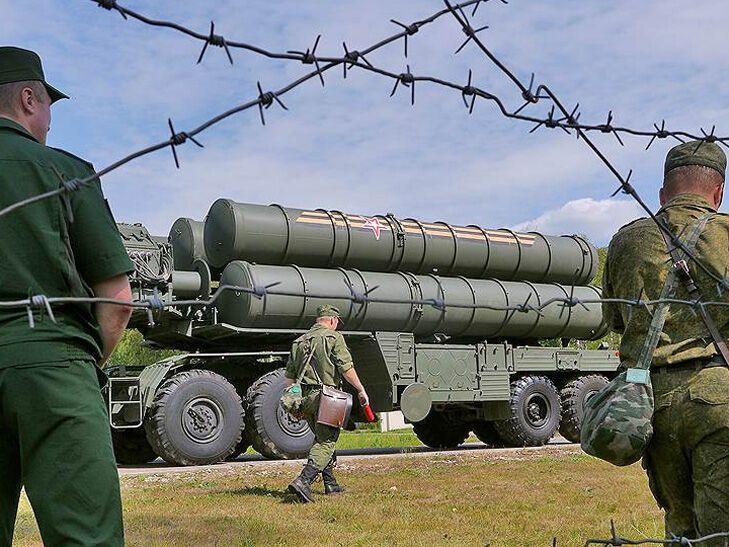 """Зенитно-ракетная система С-400 """"Триумф"""", которую оккупанты разместили на территории Крыма"""