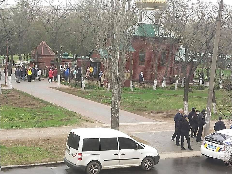 Украинцы собираются в церквях, грубо нарушая карантин: возмутительные фото