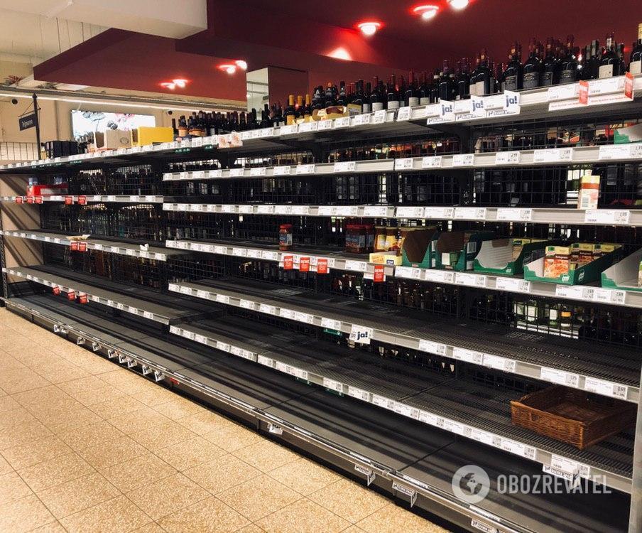 Порожні полиці в супермаркеті Гамбурга