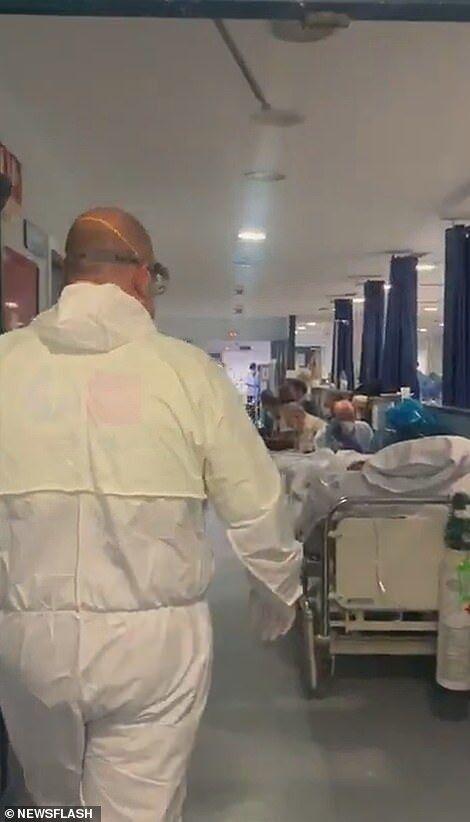 Переповнені пацієнтами з коронавірусів коридори лікарень в Іспанії