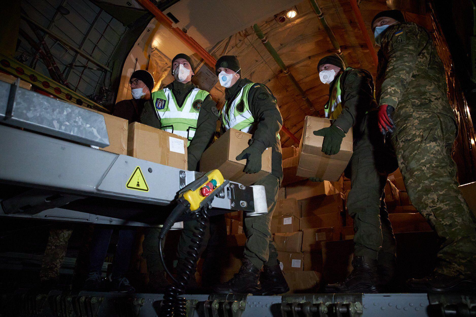 В Украину прибыл самолет с тестами на коронавирус