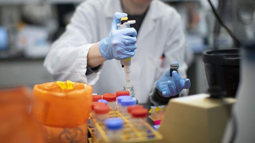 У Франції почнуть використовувати гідроксихлорохін і азитроміцин для лікування COVID-19